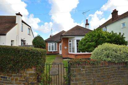 3 Bedrooms Bungalow for sale in Southend On Sea, Essex