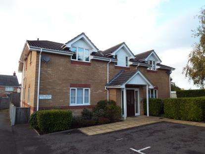 2 Bedrooms Flat for sale in Poole, Dorset