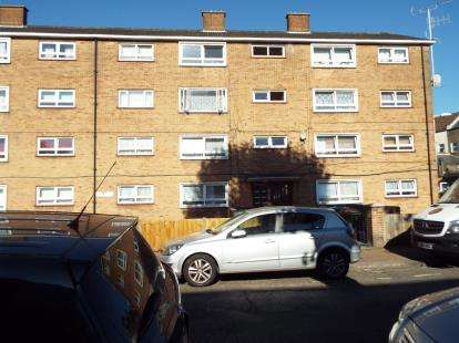 2 Bedrooms Flat for sale in Manor Park