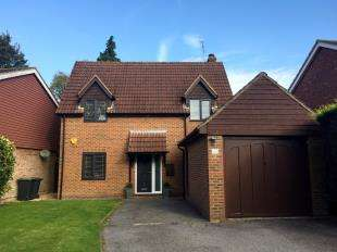 3 Bedrooms Detached House for sale in Hophurst Drive, Crawley Down, West Sussex