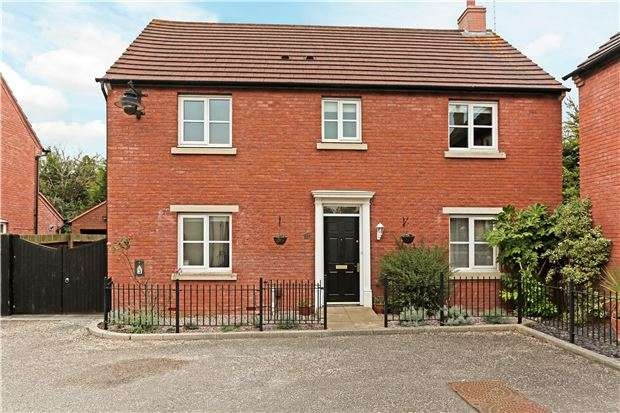 4 Bedrooms Detached House for sale in Thistlebank, GL2 9RR