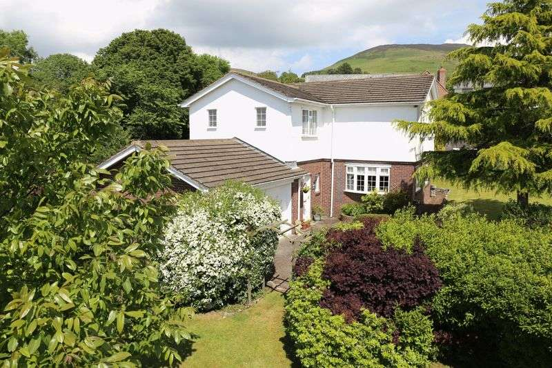 4 Bedrooms Detached House for sale in Llanbedr Dyffryn Clwyd , Ruthin