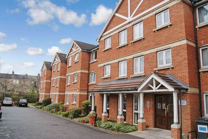 2 Bedrooms Retirement Property for sale in Heron Court, Ilford, IG1 4EW