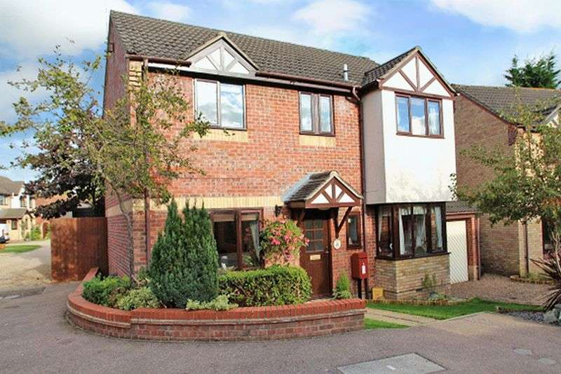 4 Bedrooms Detached House for sale in Spruce Crescent, Poringland