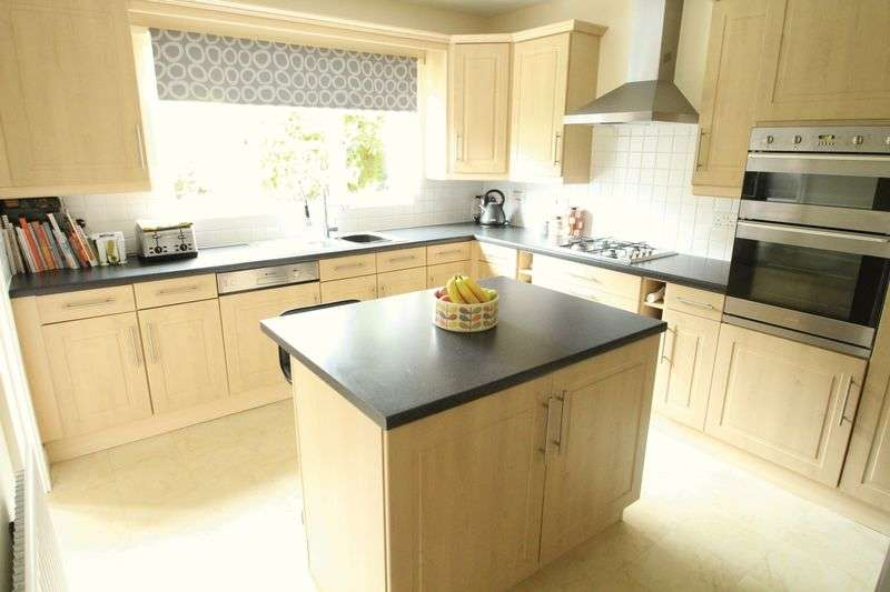 4 Bedrooms Detached House for sale in Cloverdale Drive Longwell Green Bristol