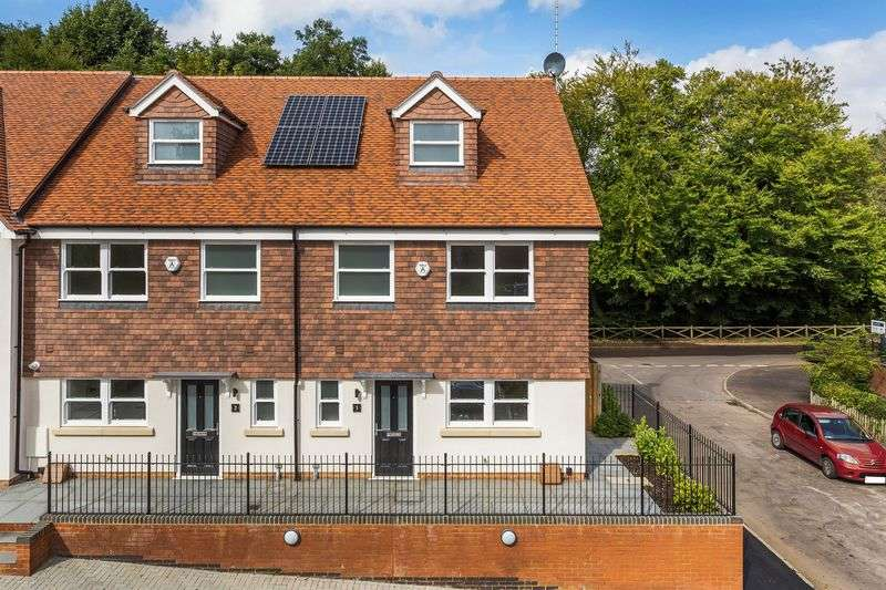 4 Bedrooms Semi Detached House for sale in Surrey Hills Phone Seymours on 01306 776674