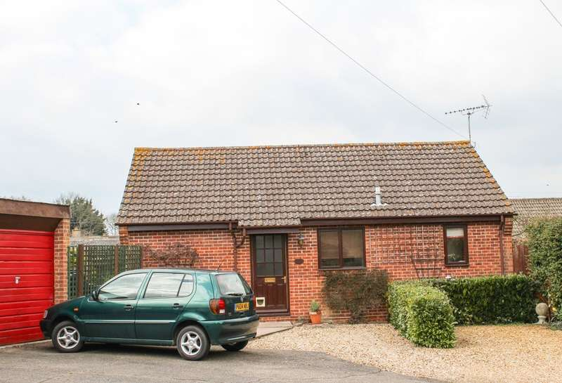 2 Bedrooms Detached Bungalow for sale in Icknield Close, Cheveley