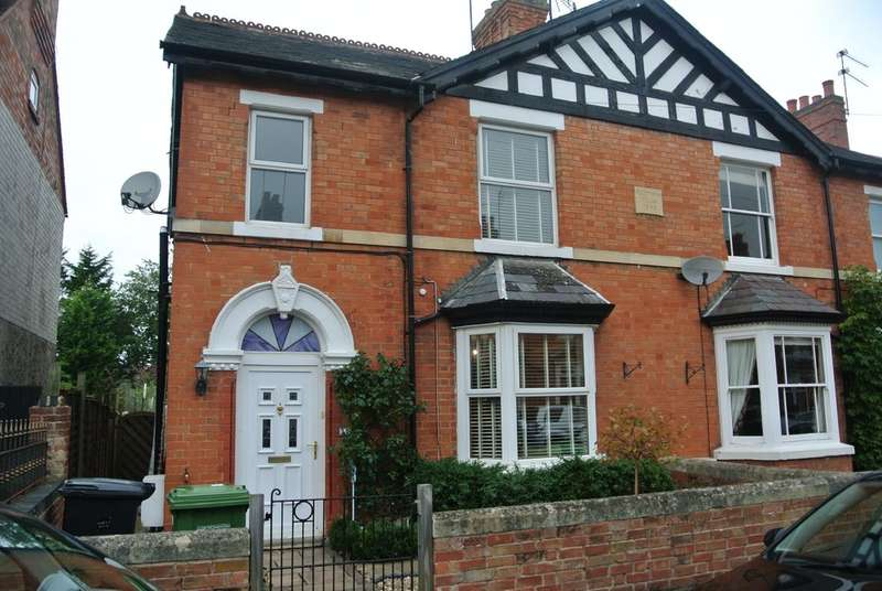 3 Bedrooms Terraced House for sale in Northwick Road, Evesham