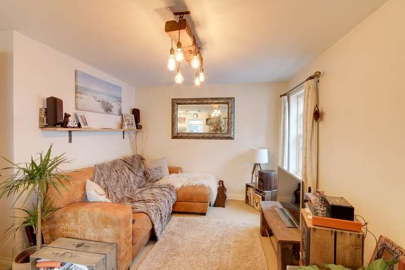 2 Bedrooms Flat for sale in Willow Street, Teignmouth