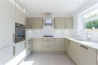 3 Bedrooms House for sale in Snakes Lane West, Woodford Green