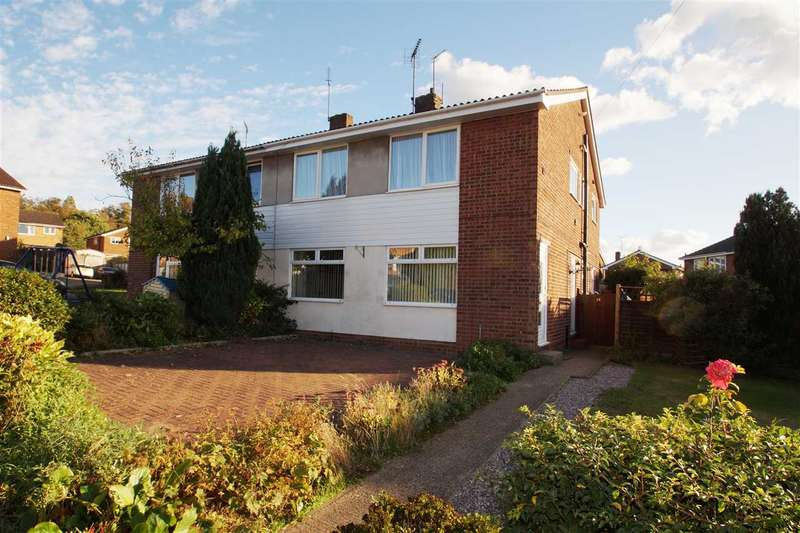 2 Bedrooms Maisonette Flat for sale in Rayleigh Close, Colchester