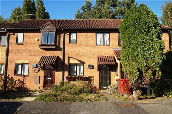 2 Bedrooms Terraced House for sale in Lochinvar Close, Windsor Meadows, Cippenham