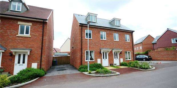 3 Bedrooms Semi Detached House for sale in Cuckoo Lane, Bracknell, Berkshire