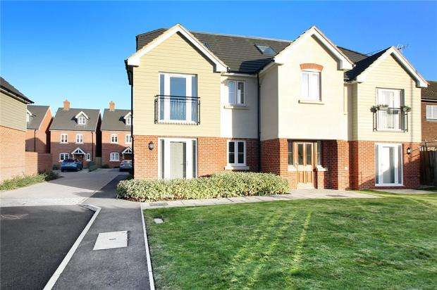 2 Bedrooms Apartment Flat for sale in Langmeads Close, East Preston, West Sussex, BN16