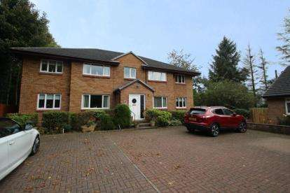 3 Bedrooms Flat for sale in Chestnut Gardens, Irvine, North Ayrshire