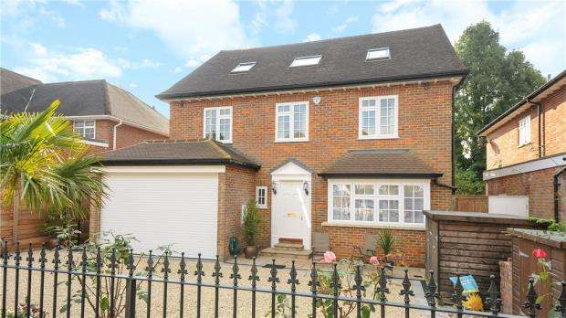 5 Bedrooms Detached House for sale in Foxdell, Northwood, Middlesex