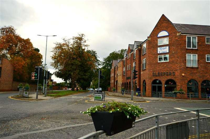 2 Bedrooms Flat for sale in Regal Court, Manor Road, Beverley, East Yorkshire