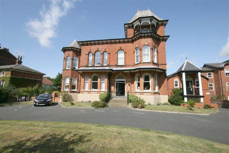 2 Bedrooms Property for sale in Park Crescent, Southport