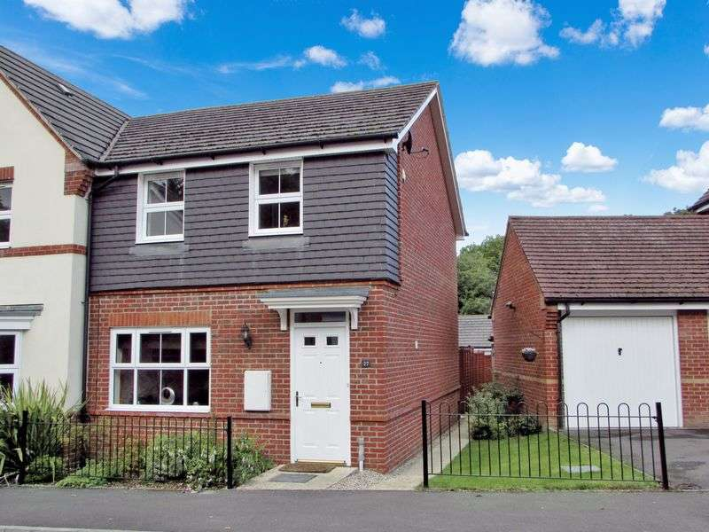 3 Bedrooms Semi Detached House for sale in Mandarin Drive, Newbury