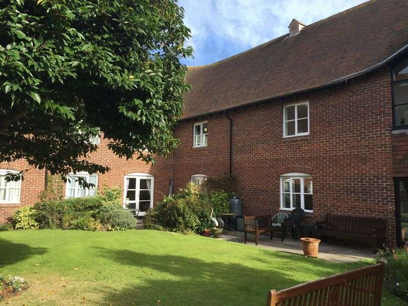 1 Bedroom Flat for sale in St. Cyriacs, Chichester