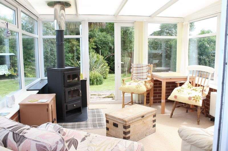 2 Bedrooms Semi Detached Bungalow for sale in Ramsgate
