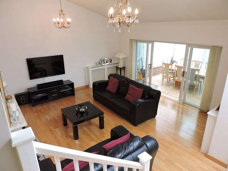 4 Bedrooms Detached House for sale in Brickfields Close, Lychpit