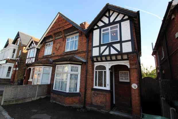 3 Bedrooms Semi Detached House for sale in Sewardstone Road, Waltham Abbey, Essex, EN9 1NA