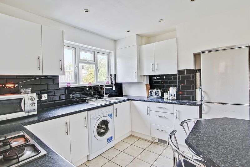 3 Bedrooms Semi Detached House for sale in Grenada Road, Charlton