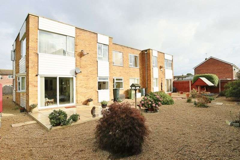 2 Bedrooms Flat for sale in Stirling Close, Lowestoft