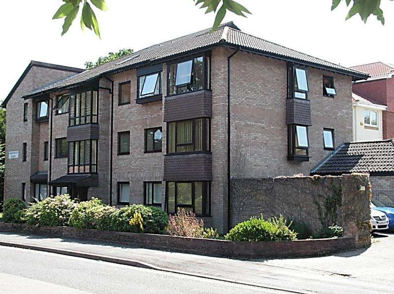 2 Bedrooms Flat for sale in Spencer Road, NEW MILTON, BH25