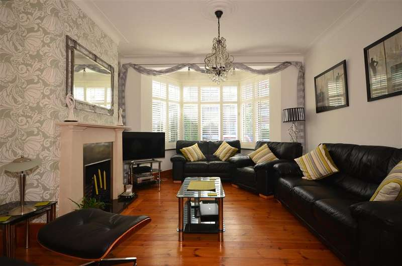 4 Bedrooms End Of Terrace House for sale in Oakhill Crescent, Woodford Green, Essex