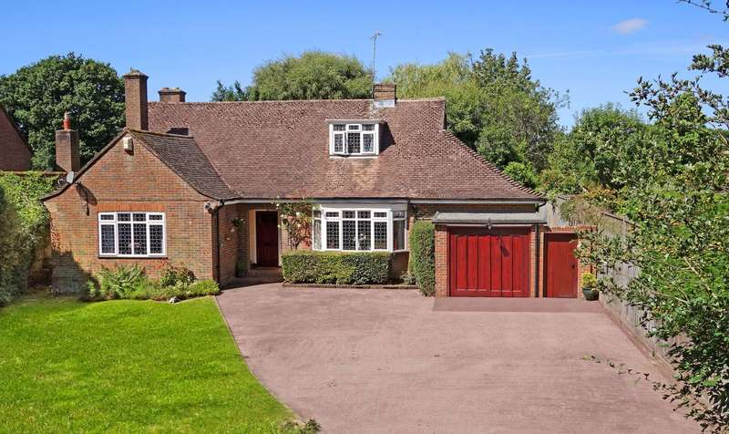 5 Bedrooms Detached House for sale in Kerves Lane, Horsham, West Sussex, RH13