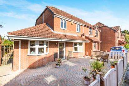 3 Bedrooms End Of Terrace House for sale in Wensleydale Drive, Astwood Farm, Worcester, Worcestershire