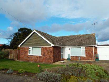 3 Bedrooms Bungalow for sale in South Wootton, King's Lynn