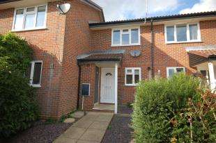 2 Bedrooms Terraced House for sale in Hopfield Gardens, Uckfield, East Sussex