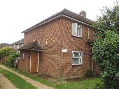 2 Bedrooms Maisonette Flat for sale in Amberley House, Warwick Road, Barnet