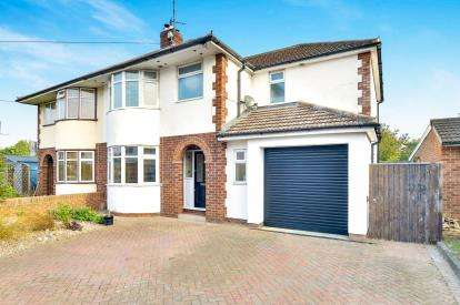 4 Bedrooms Semi Detached House for sale in Little Linford Lane, Newport Pagnell, Milton Keynes, Bucks