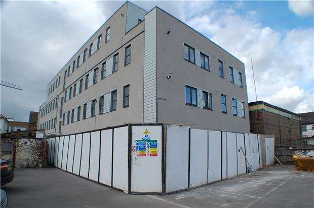 2 Bedrooms Flat for sale in 6 Imperial Buildings, Victoria Road, Horley, Surrey, RH6 7PZ