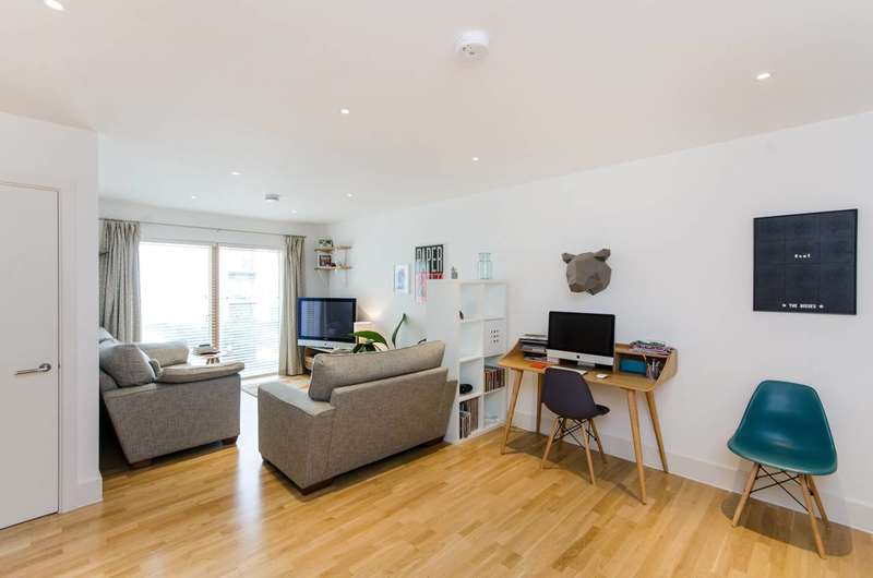 1 Bedroom Flat for sale in Streatham High Road, Streatham Common, SW16