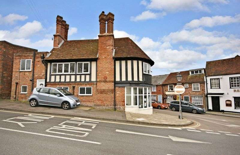 2 Bedrooms Flat for sale in High Street, Lymington, Hampshire S041 0QF