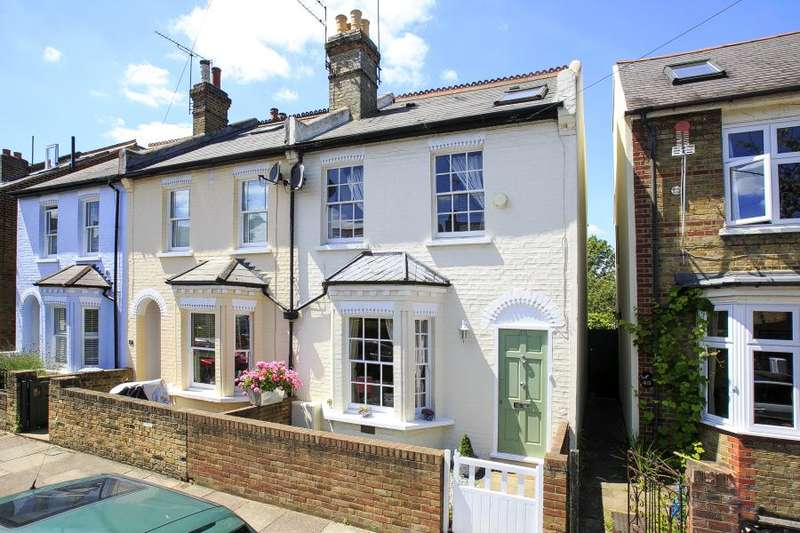 3 Bedrooms End Of Terrace House for sale in Haliburton Road, St Margarets