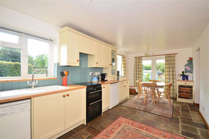 3 Bedrooms Semi Detached House for sale in Froglands Lane, Newport, Isle of Wight