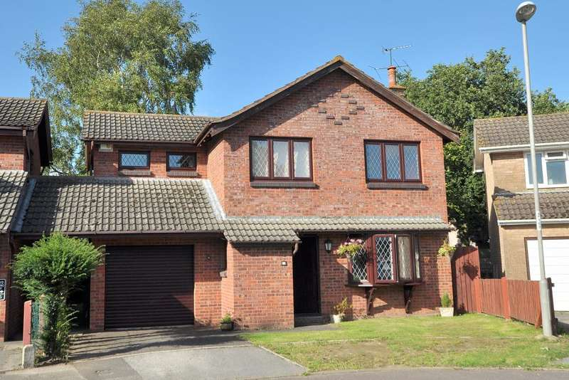 4 Bedrooms Detached House for sale in Three Legged Cross