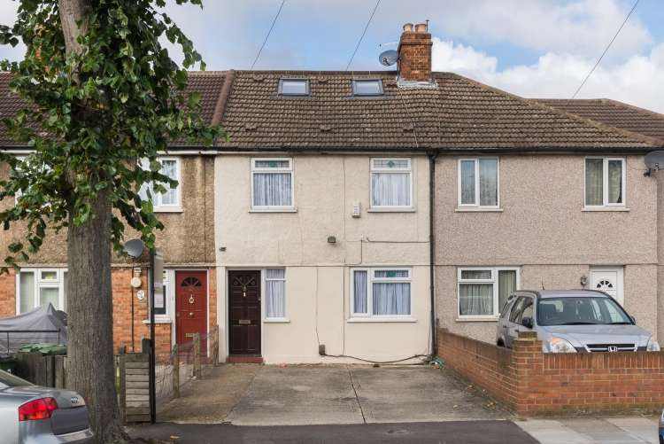 3 Bedrooms Terraced House for sale in Charlton Park Lane Charlton SE7
