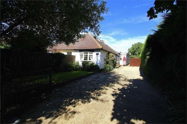 2 Bedrooms Semi Detached Bungalow for sale in Holly Bush Lane, Iver, Berkshire