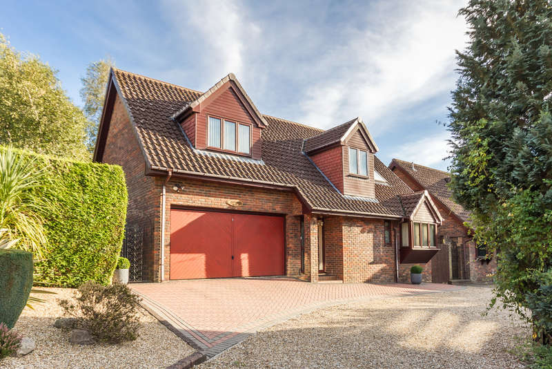 4 Bedrooms Chalet House for sale in St Ives, Ringwood, Hampshire