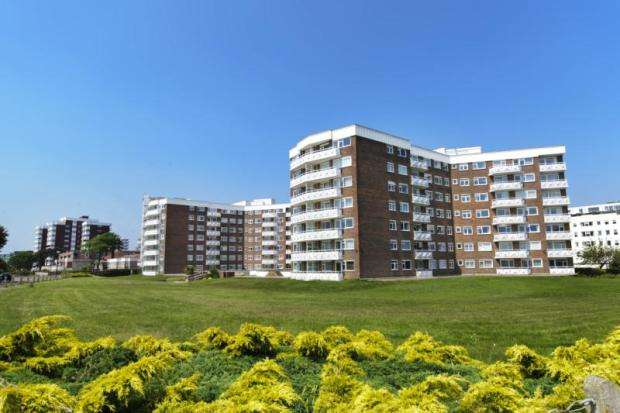 3 Bedrooms Flat for sale in Grove Road, Bournemouth, BH1