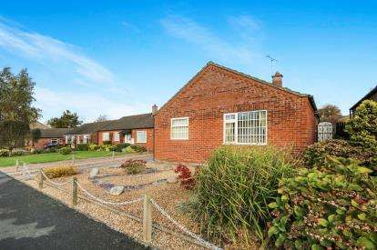 2 Bedrooms Bungalow for sale in Watton, Thetford, .
