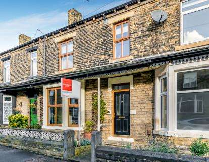 4 Bedrooms Terraced House for sale in Pembroke Road, Pudsey, Leeds, West Yorkshire