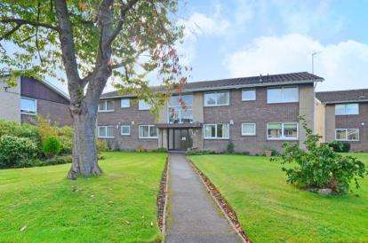 2 Bedrooms Flat for sale in Moss Close, Wickersley, Rotherham, South Yorkshire